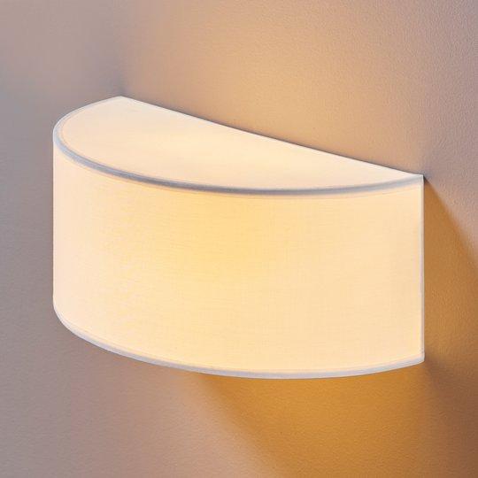 Halvrund stoffvegglampe Katrin for vakkert lys