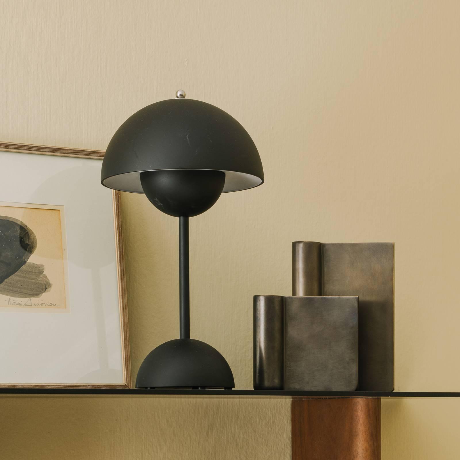 &Tradition Flowerpot VP9 -pöytälamppu, mattamusta