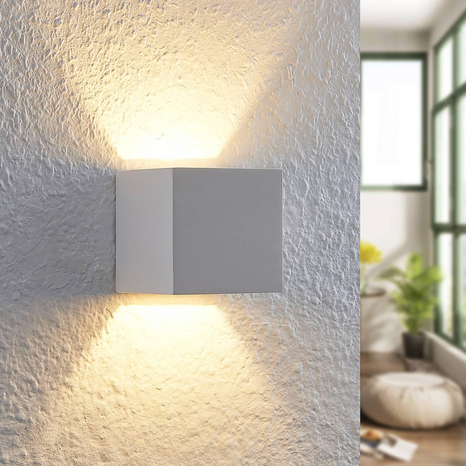 Lindby Quaso -LED-seinävalaisin valkoista kipsiä