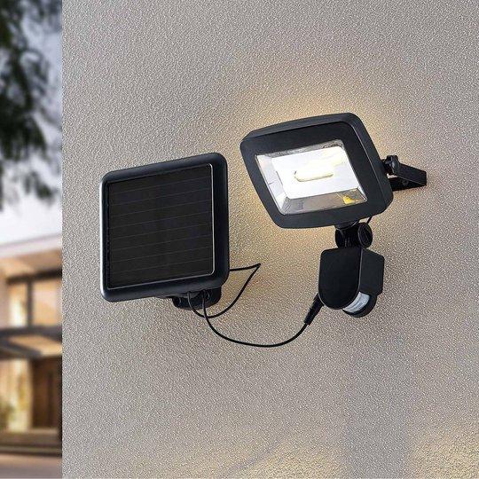 Lindby Cathal LED-solcelle-veggspot med panel