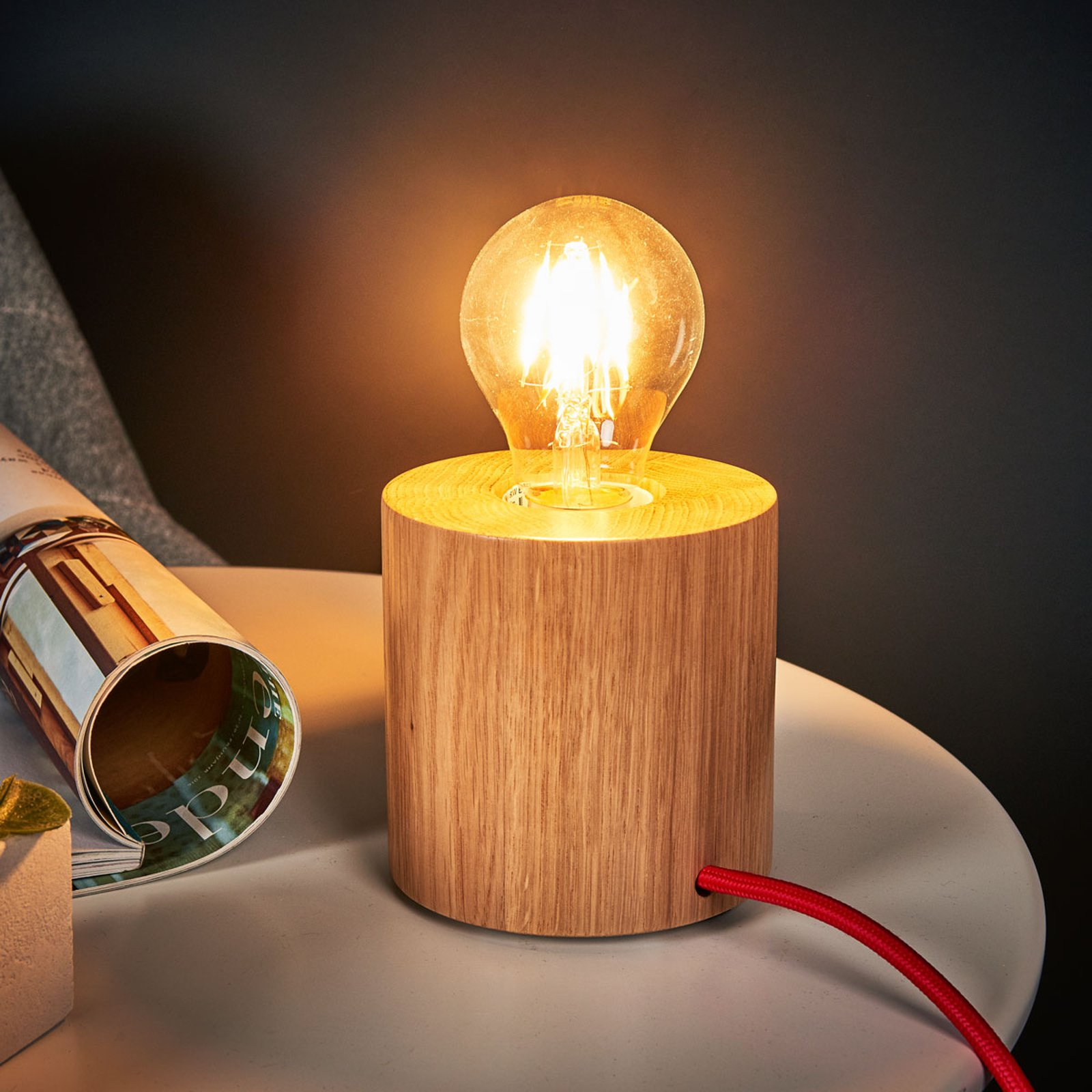 Bordlampe i tre Trongo med minimalistisk design