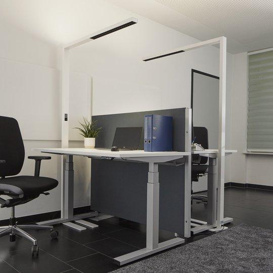 Valkoinen toimiston LED-lattiavalo Jolinda himmen.
