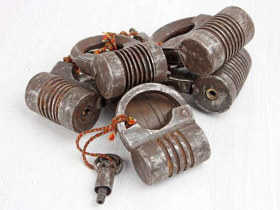 Antique Screw Padlock - Medium Medium