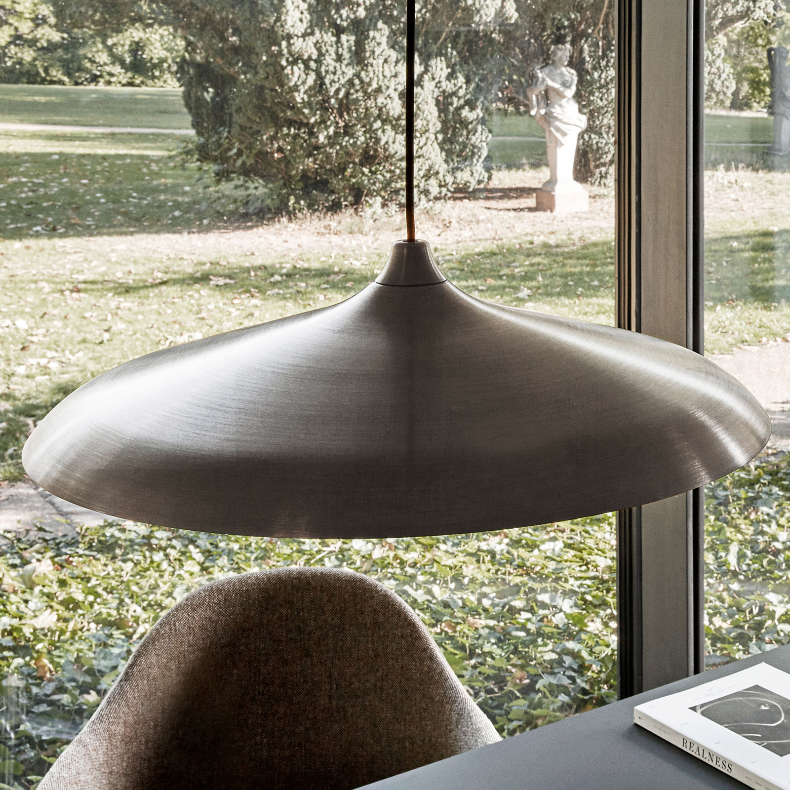 Menu Circular Lamp LED-riippuvalaisin, pronssi