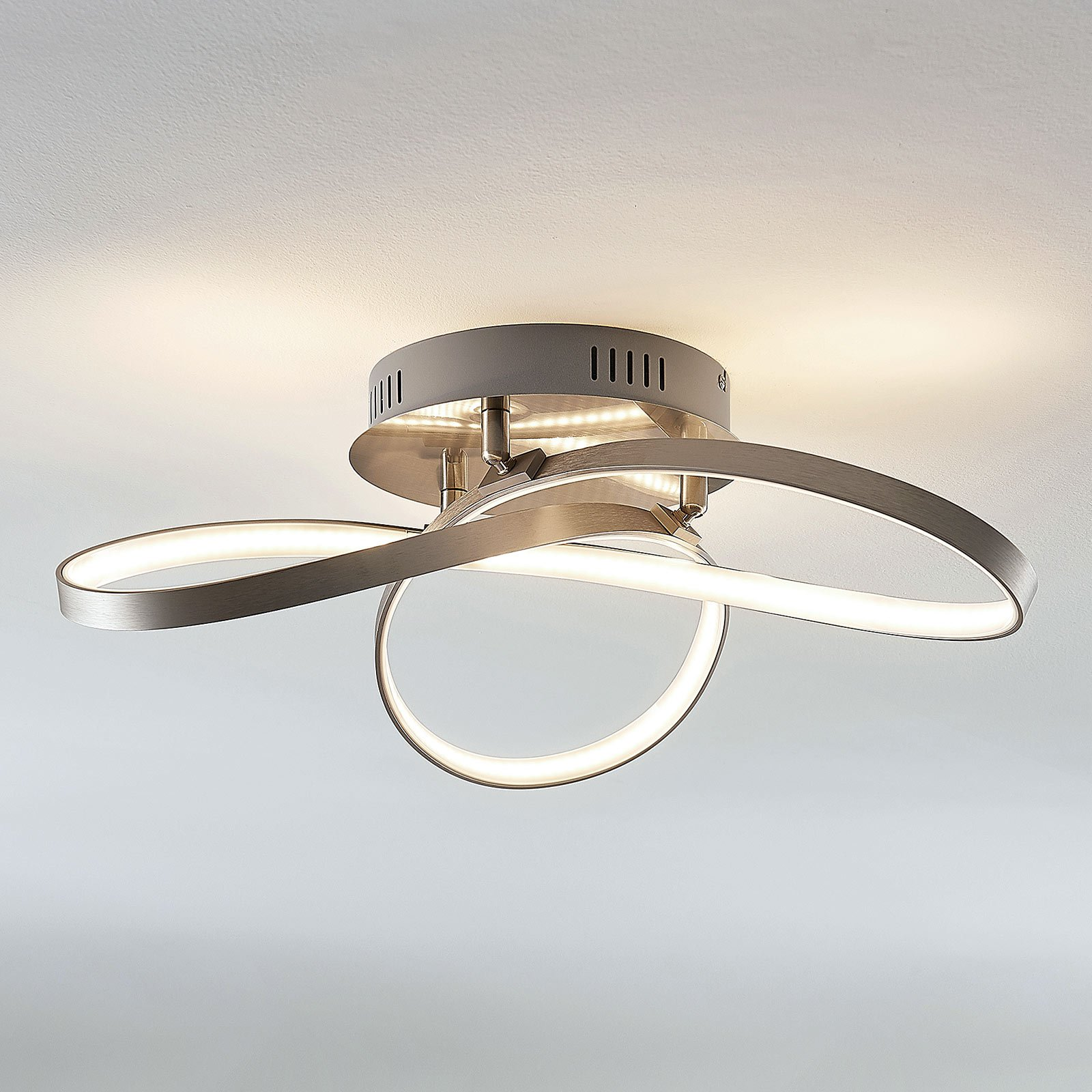 LED-taklampe Saliha med moderne utforming