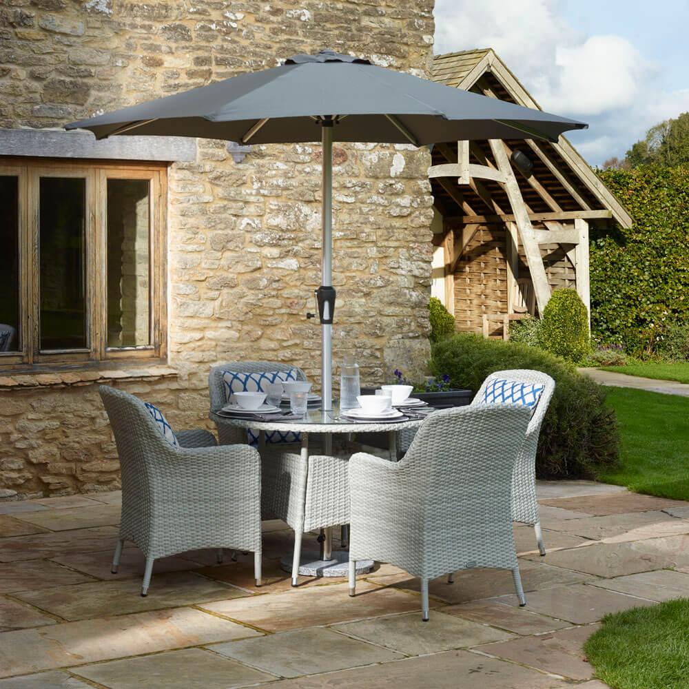 2021 Bramblecrest Tetbury 4-Seat Round Garden Dining Table Set With Parasol - Cloud