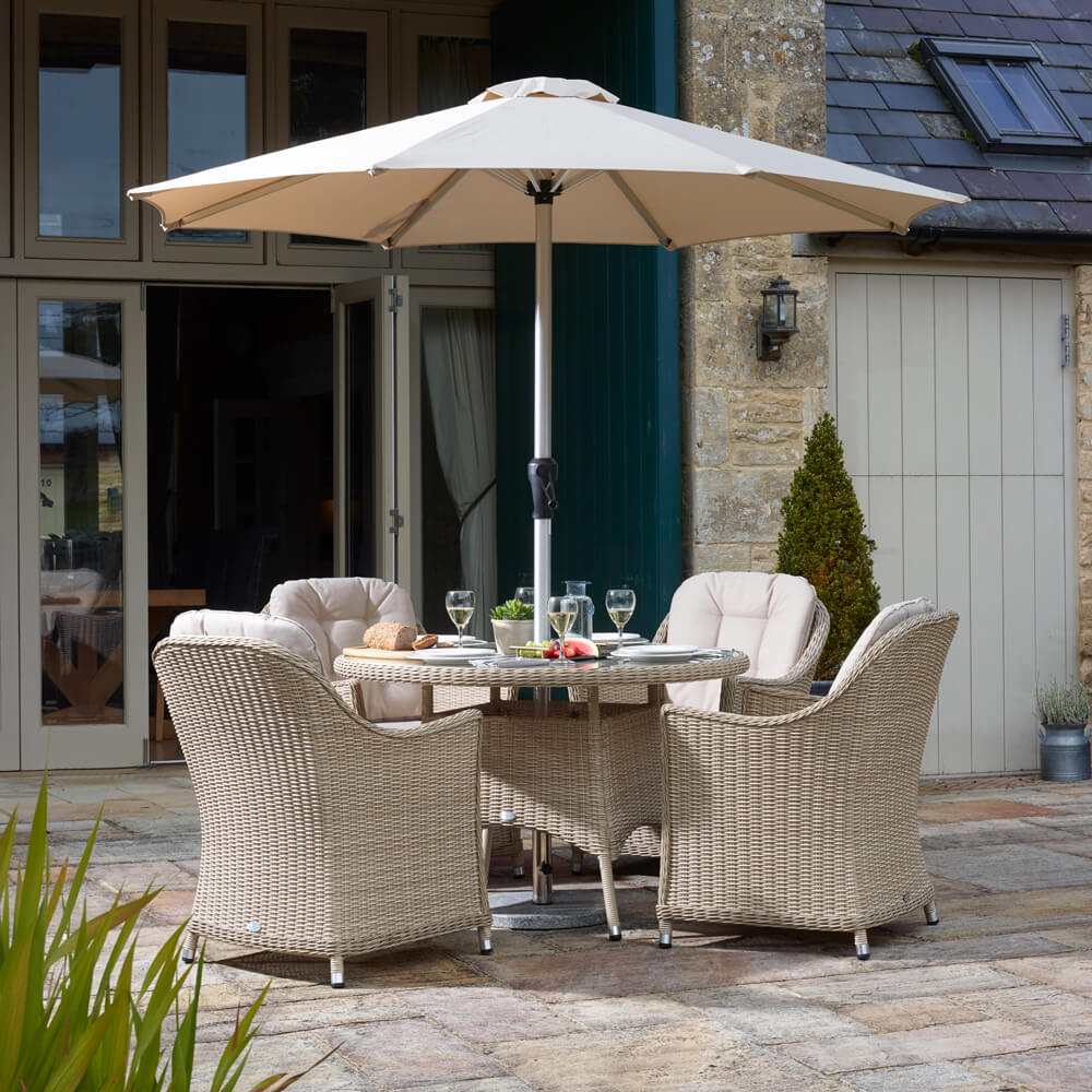 2021 Bramblecrest Monterey 4 Seat Garden Dining Set With Round Table & Parasol - Sandstone