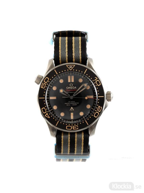 Begagnad Omega Seamaster Diver 300 Titanium Co-Axial 007-Edition 210.92.42.20.01.001 2003046