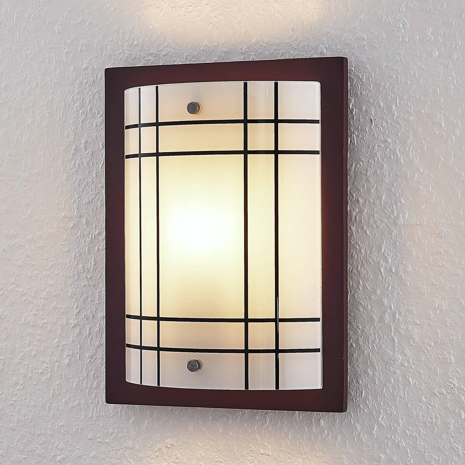 Puinen seinävalaisin Thees, jossa ruudullinen lasi