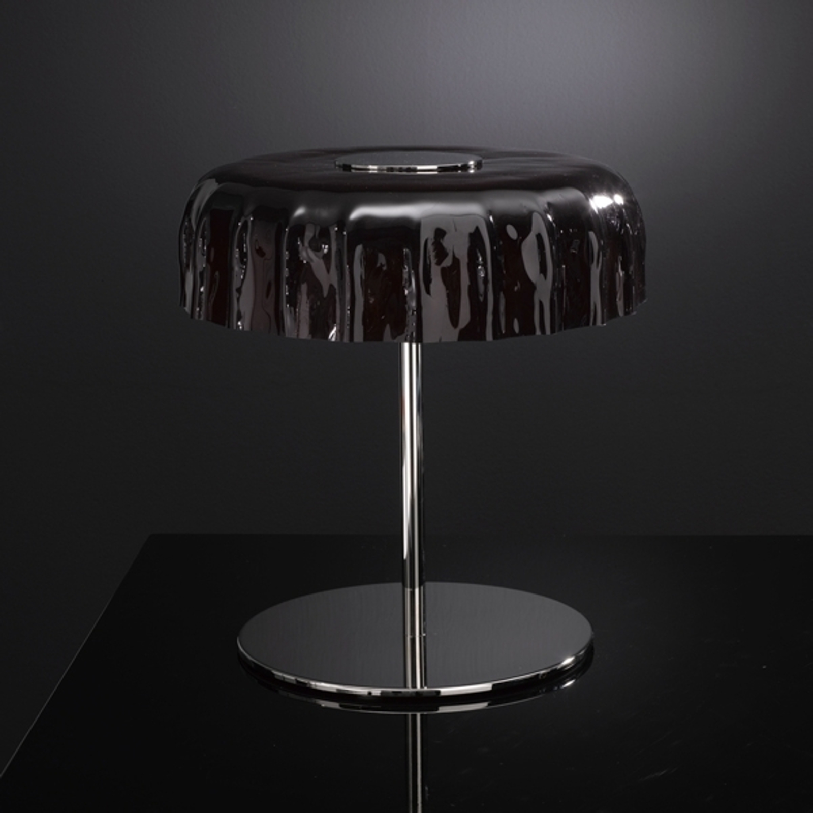 Trendikäs pöytälamppu Big Cap musta