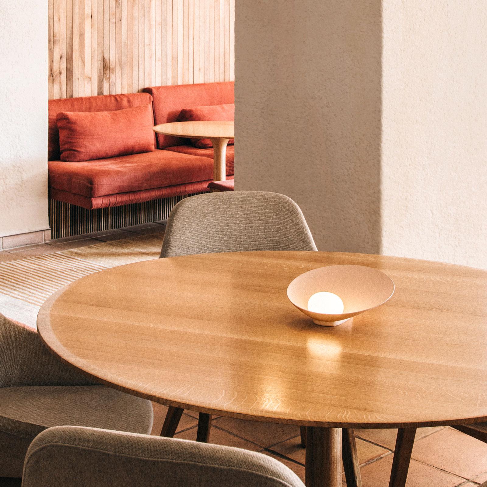 Vibia Musa 7402 LED-pöytälamppu vaaka, lohi