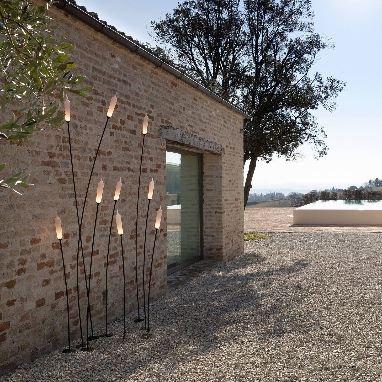 Karman Nilo -LED-maavalaisin, korkeus 150 cm