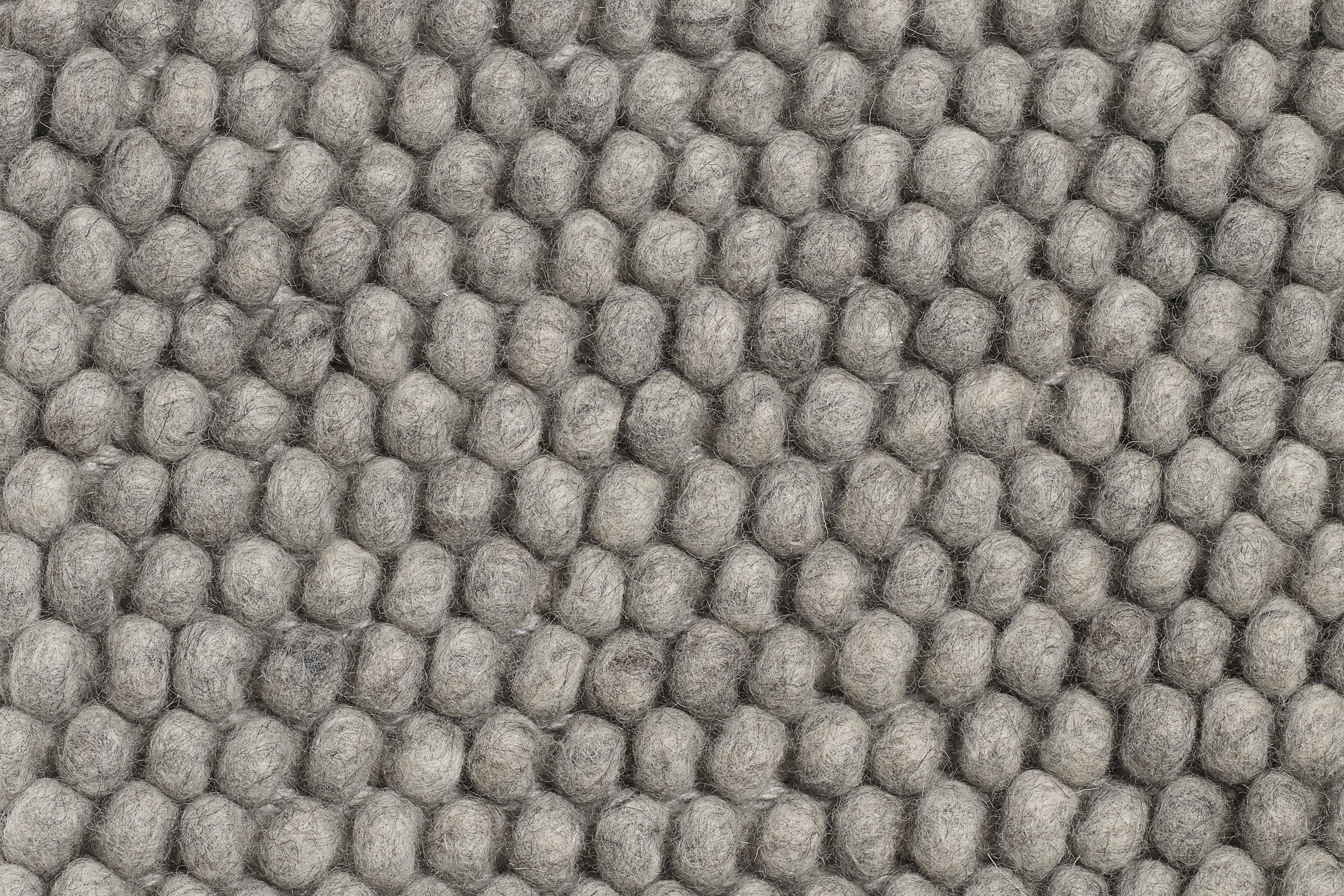HAY - Peas Carpet 140 x 200 cm - Medium Grey (501178)