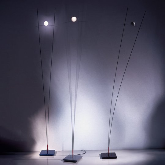 Ingo Maurer Ilios – design-lattiavalaisin, musta