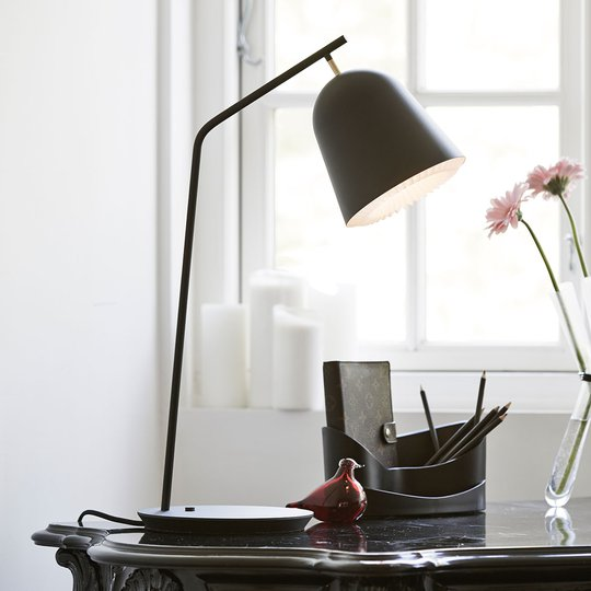 LE KLINT Caché - design-pöytävalaisin, musta