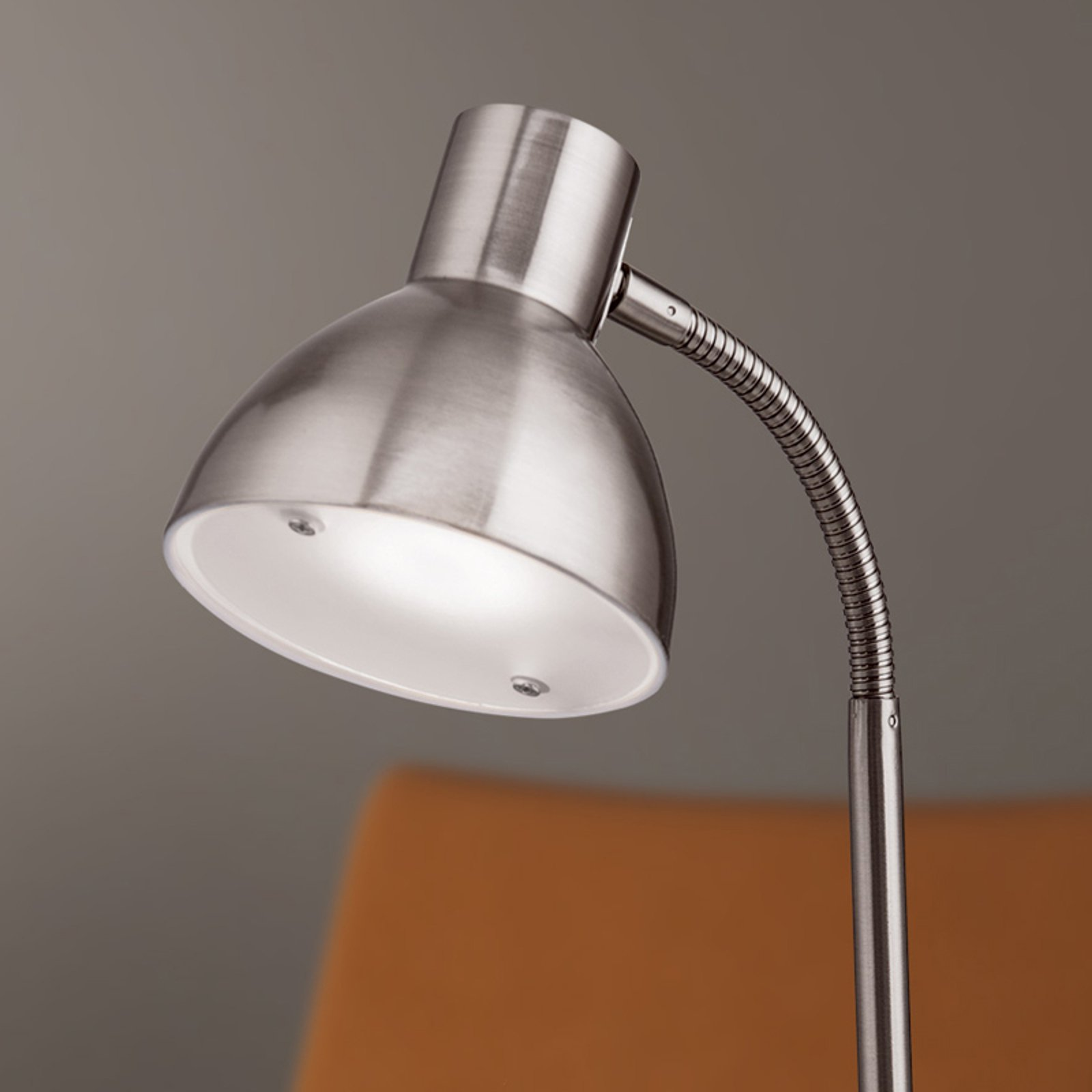 Nikkelfarget LED-skrivebordslampe Isra