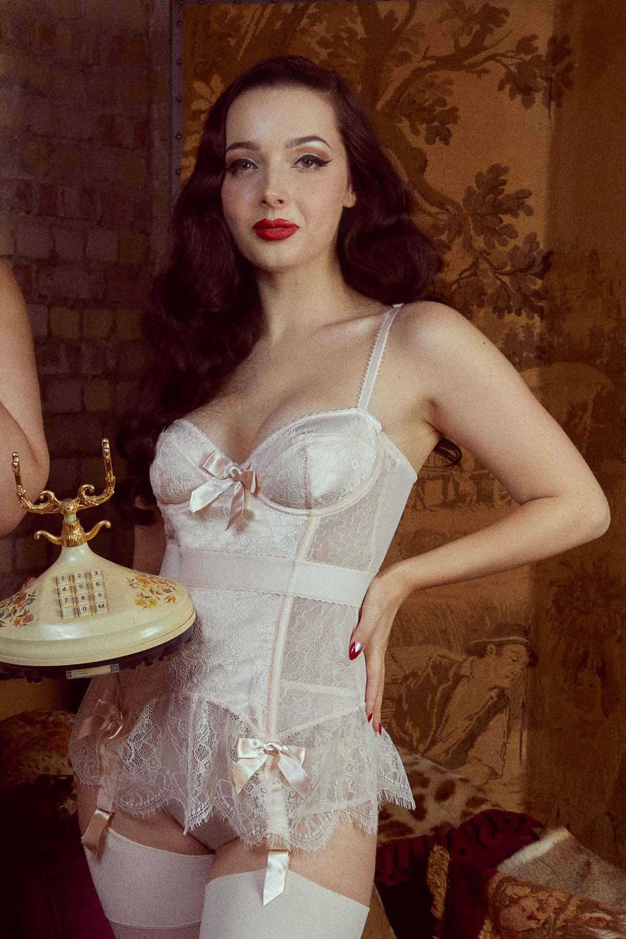 Bettie Page Tempest Peach Lace Basque with Bows 36DD