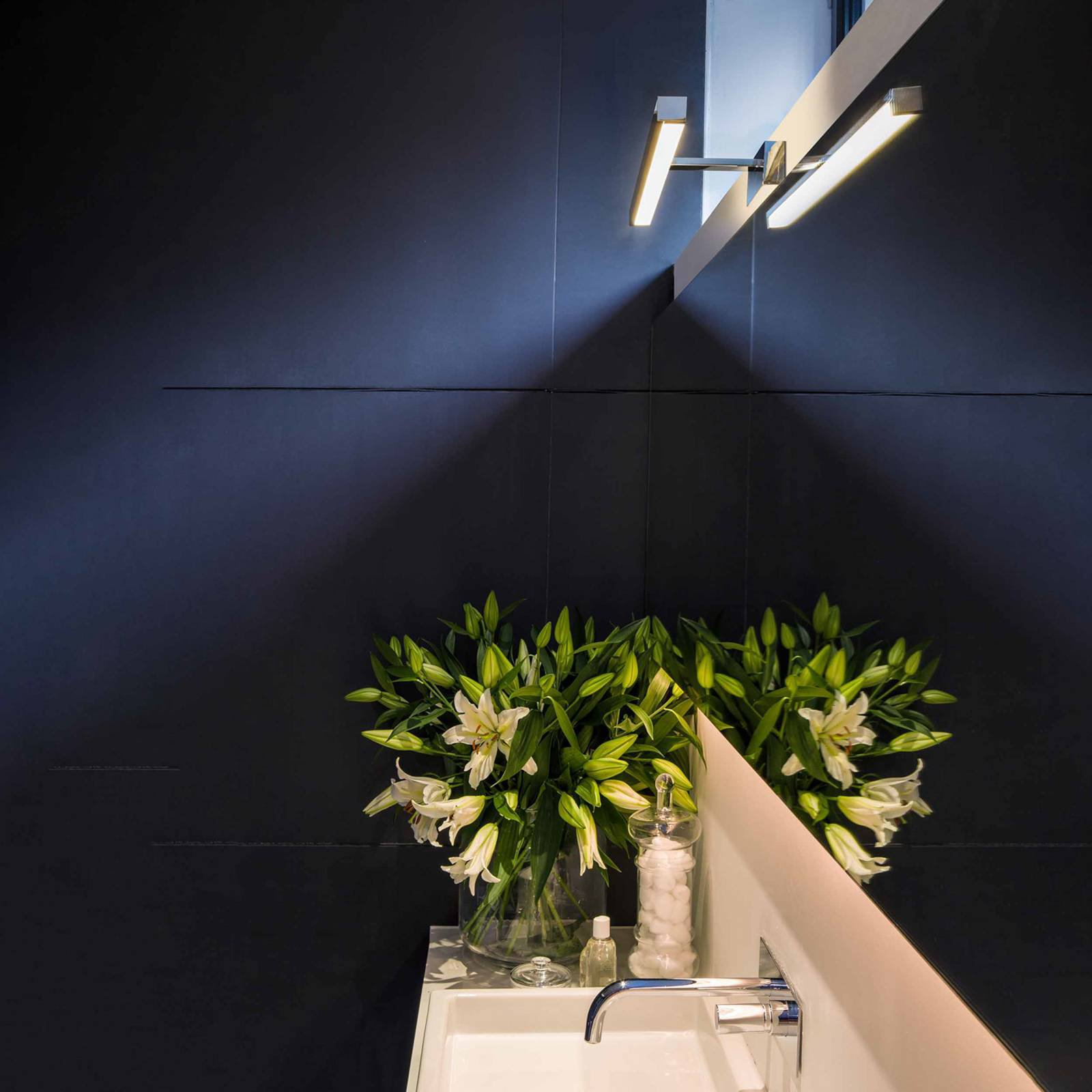 Astro Kashima 620 LED-speillampe, krom, 62 cm