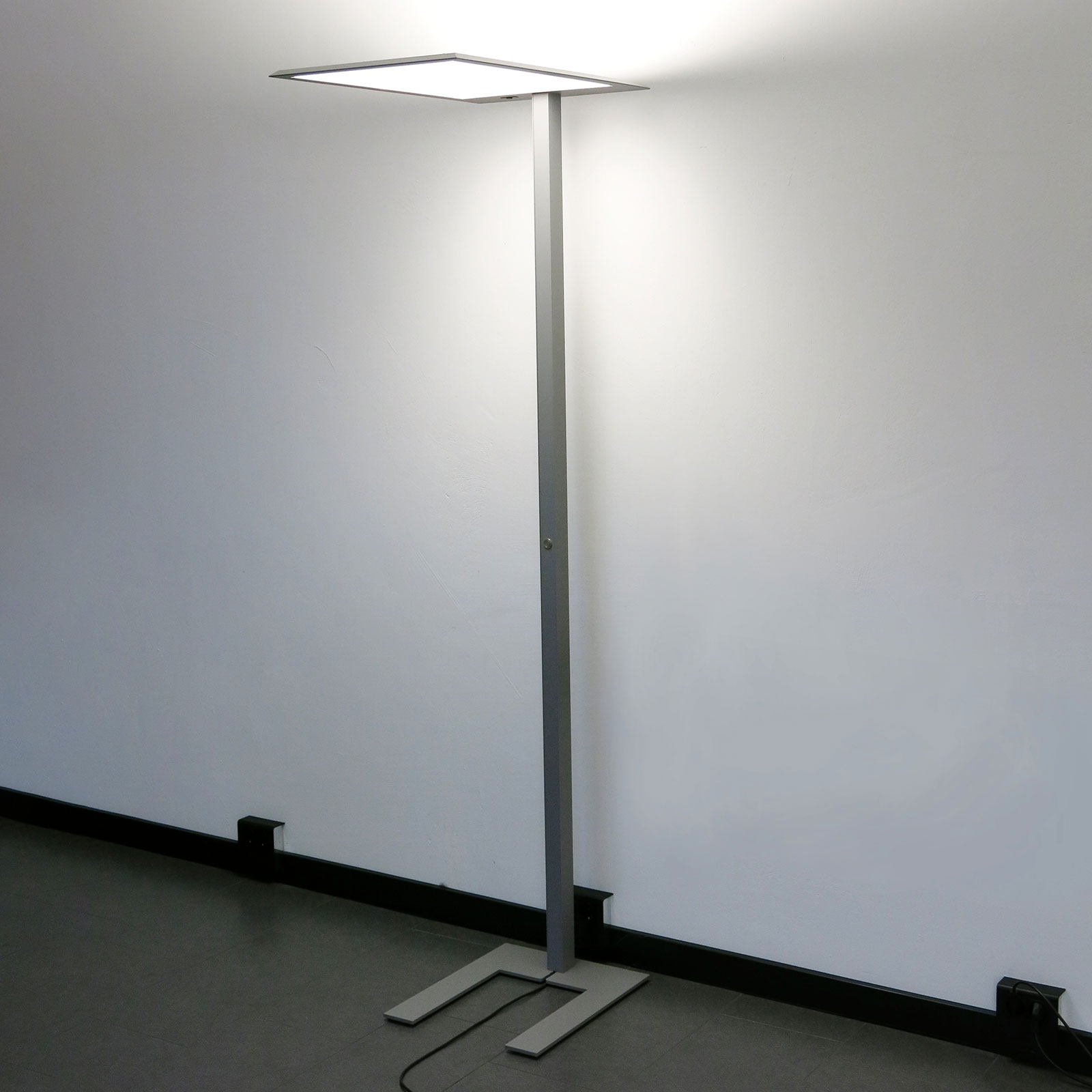LED-lattiavalo LEAS, 203 cm, titaani, tunnistin