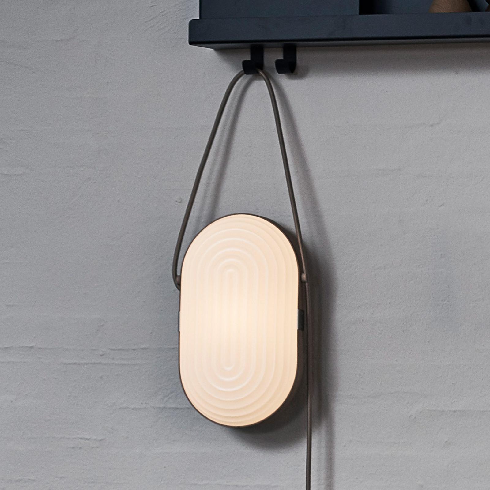 LE KLINT Arc -LED-seinävalaisin, valkoinen, tammi