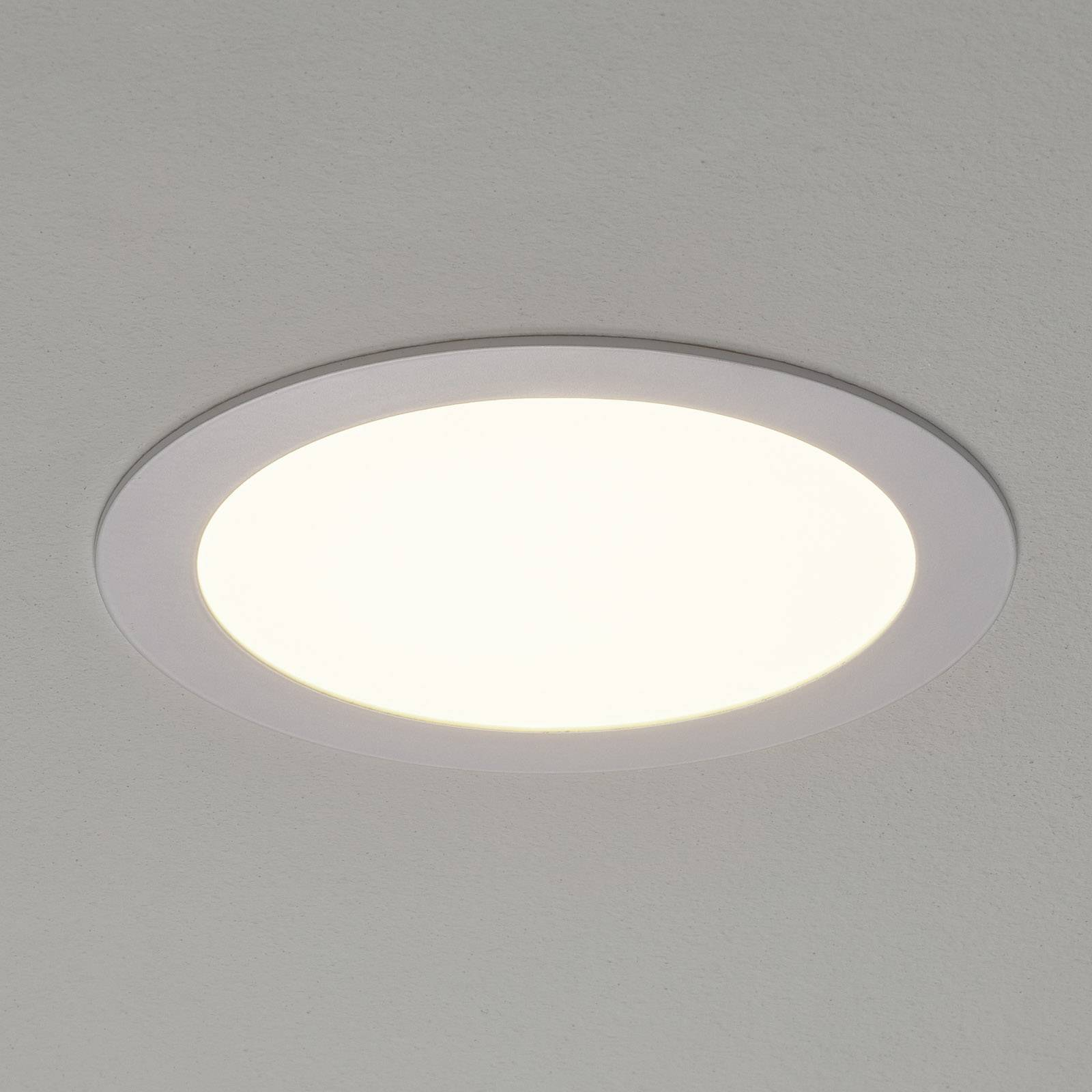 Valkoinen Fueva-Connect -LED-uppovalaisin 22,5 cm