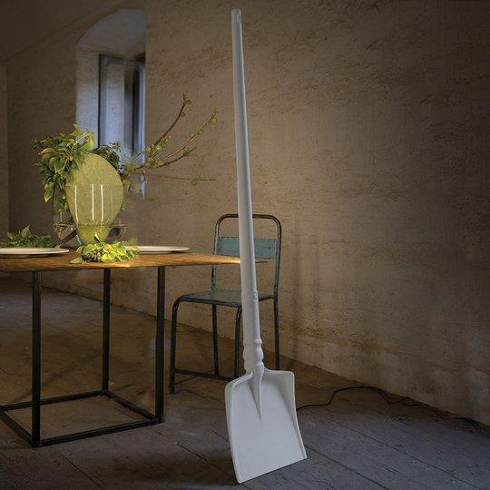 Lapion muotoinen LED-design-lattiavalaisin Tobia