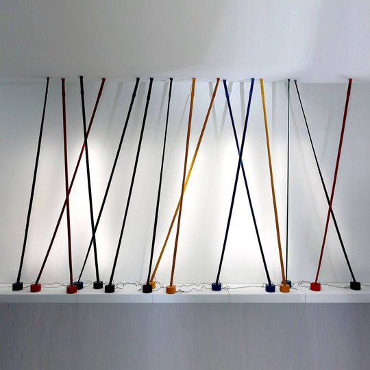 Martinelli Luce Elastica gulvlampe som bånd, grå