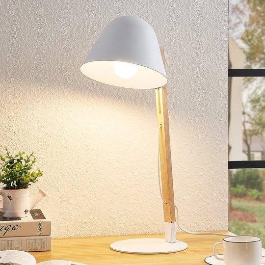 Lindby Tetja bordlampe med trestav, hvit