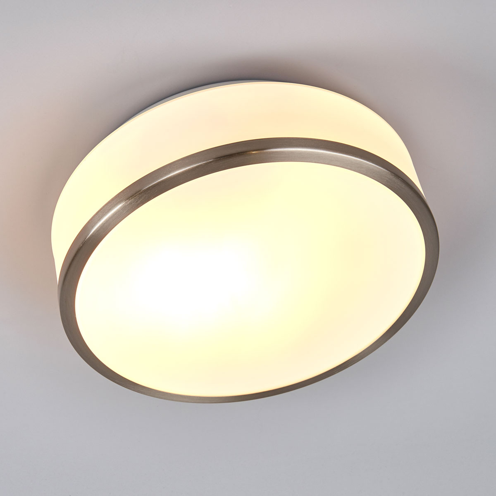 Flush-kattovalo, IP44, Ø 28 cm, satinoitu hopea