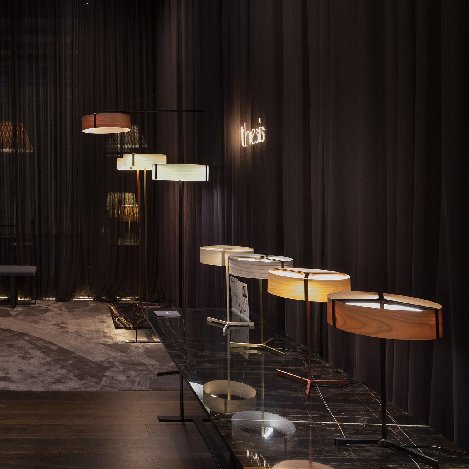 LZF Thesis -LED-pöytälamppu, musta/kirsikkapuu