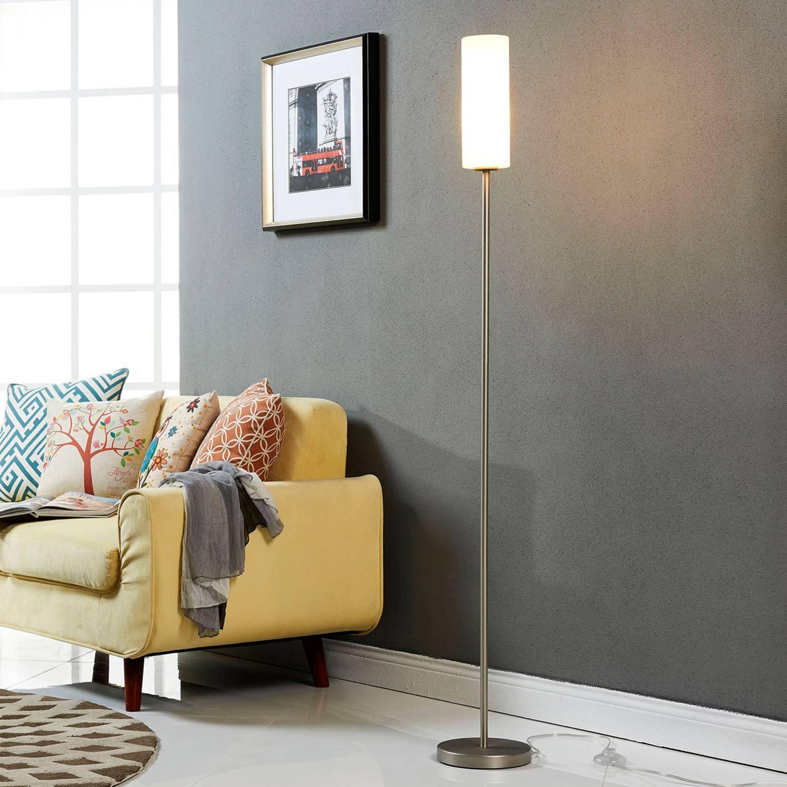 Diskret stålampe Vinsta med smal glasskjerm