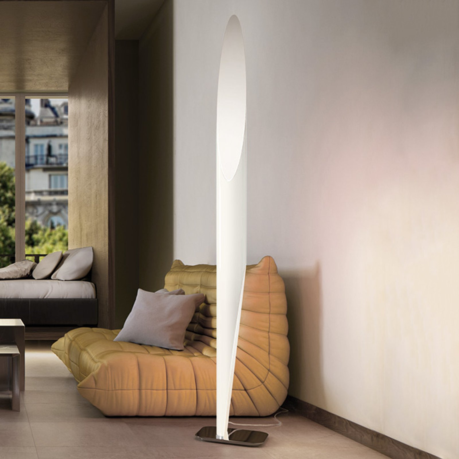 Imponerende gulvlampe Shakti hvit