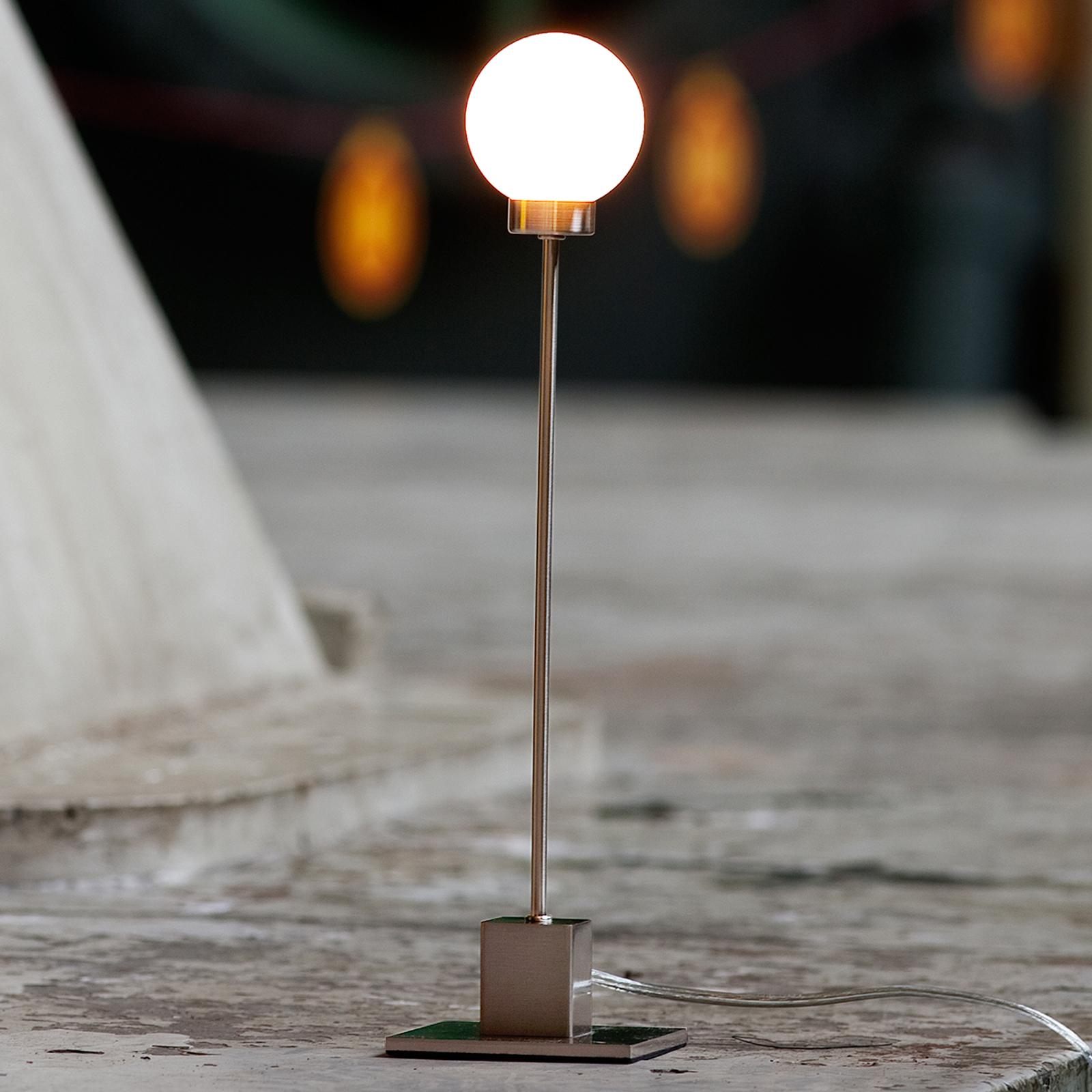 Minimalistinen pöytälamppu Snowball, metallinen