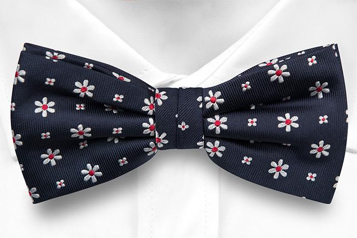 Silke Sløyfer Knyttede, Marineblå kyper, små ryddige hvite & røde blomster