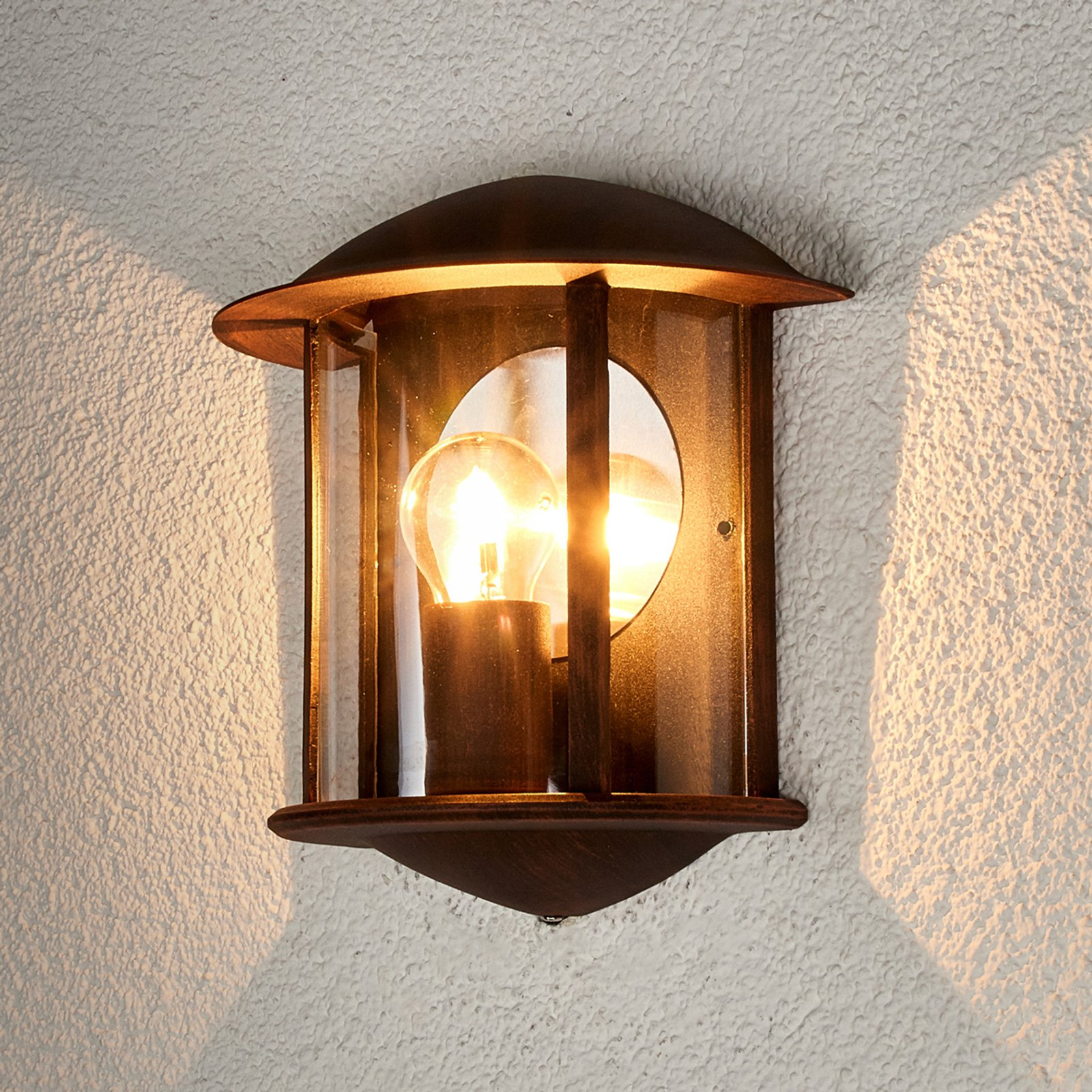 Den rustbrune LED utevegglampen Maelis