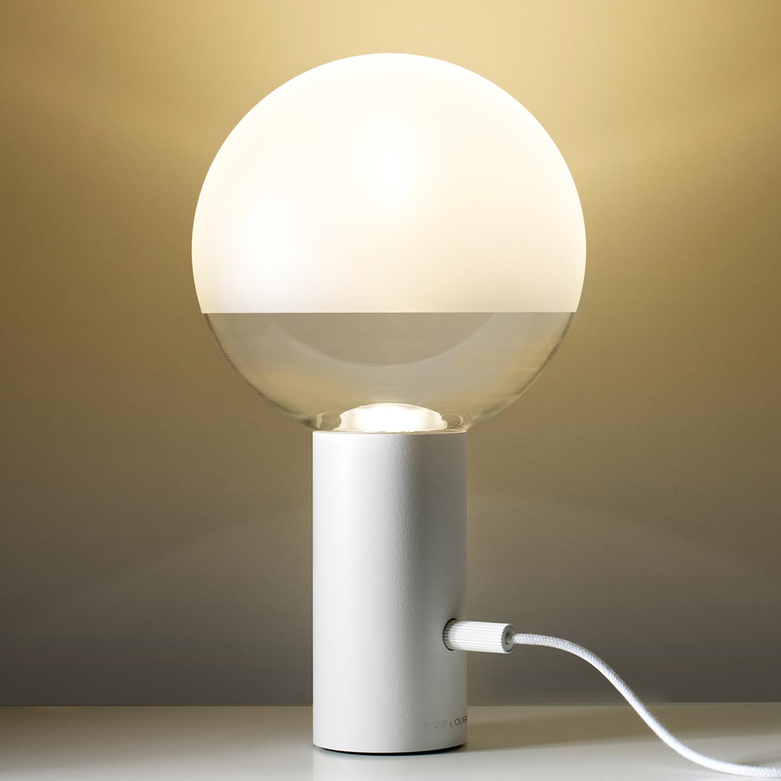 Minimalistinen LED-pöytävalaisin Kuula valkoisena