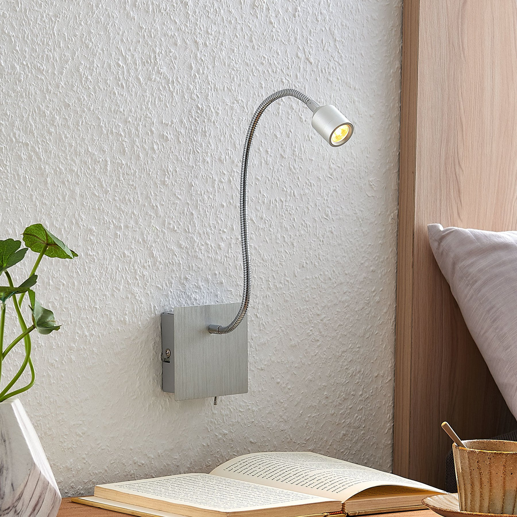 Lindby Anjalee LED-vegglampe, fleksibel arm