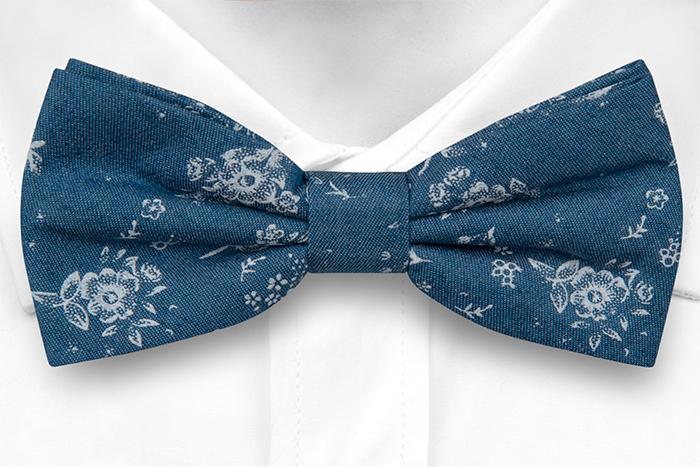 Bomull Sløyfer Knyttede, Myke, hvite roser på denimblått, Blå, Blomster