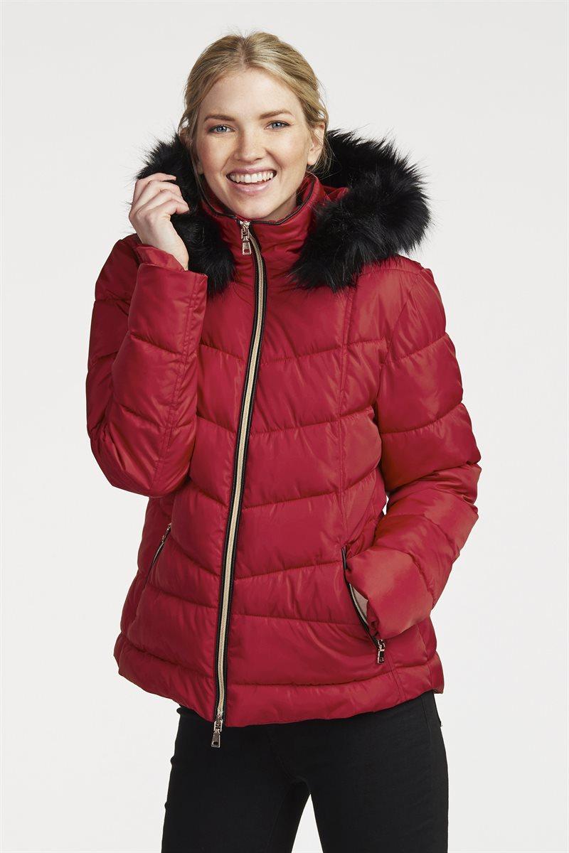 Naisellinen takki ylellisillä, kultaisilla yksityiskohdilla