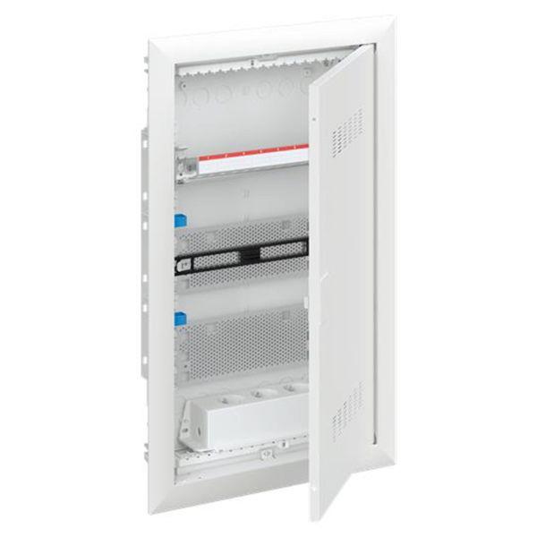 ABB UK600 2CPX031384R9999 Vakiokeskuskotelo upotettu, patch, ilmastoitu ovi 3-rivinen