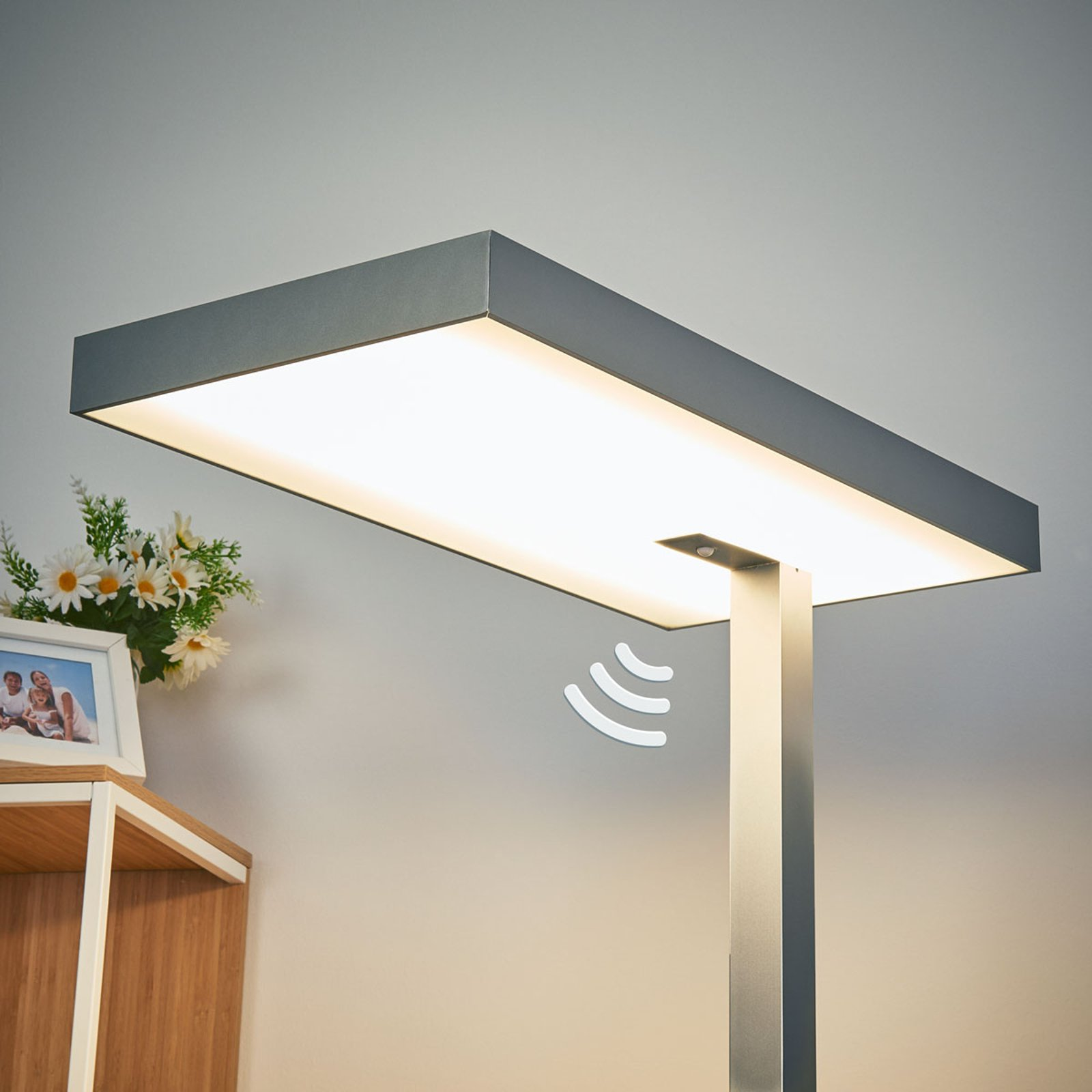 Nora LED kontorgulvlampe, bevegelsessensor, 50 W