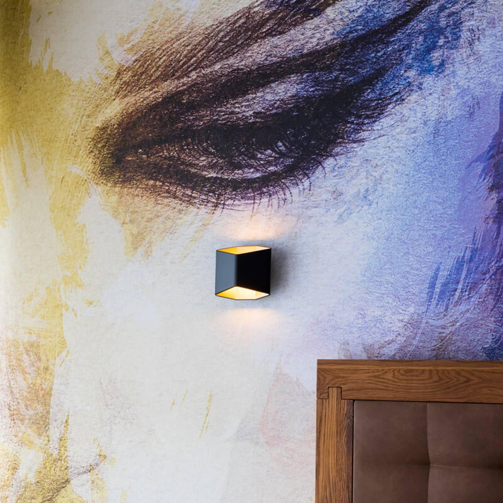 Erikoinen LED-seinävalaisin Cariso