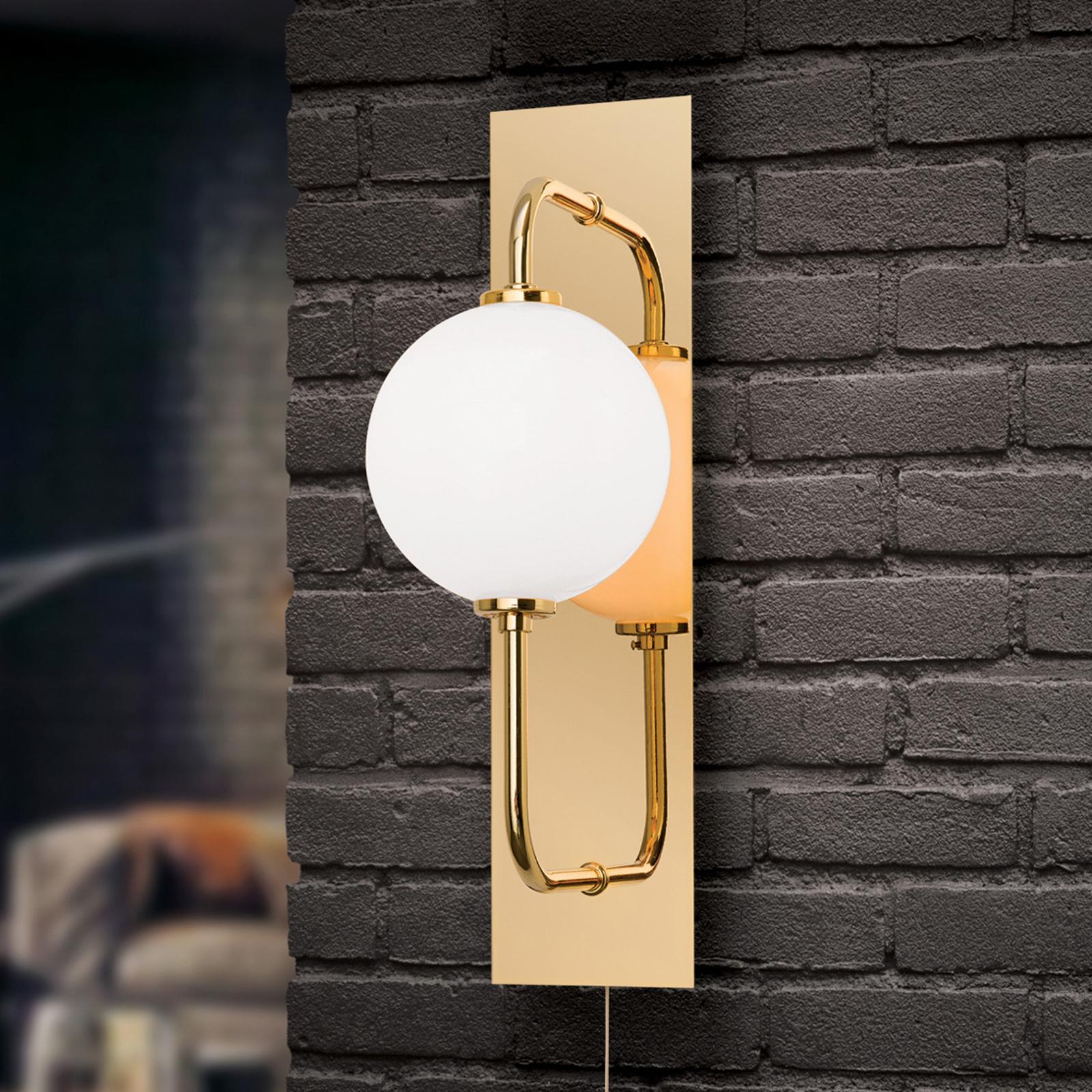 Pipes-LED-seinävalaisin kiiltävän kullansävyisenä