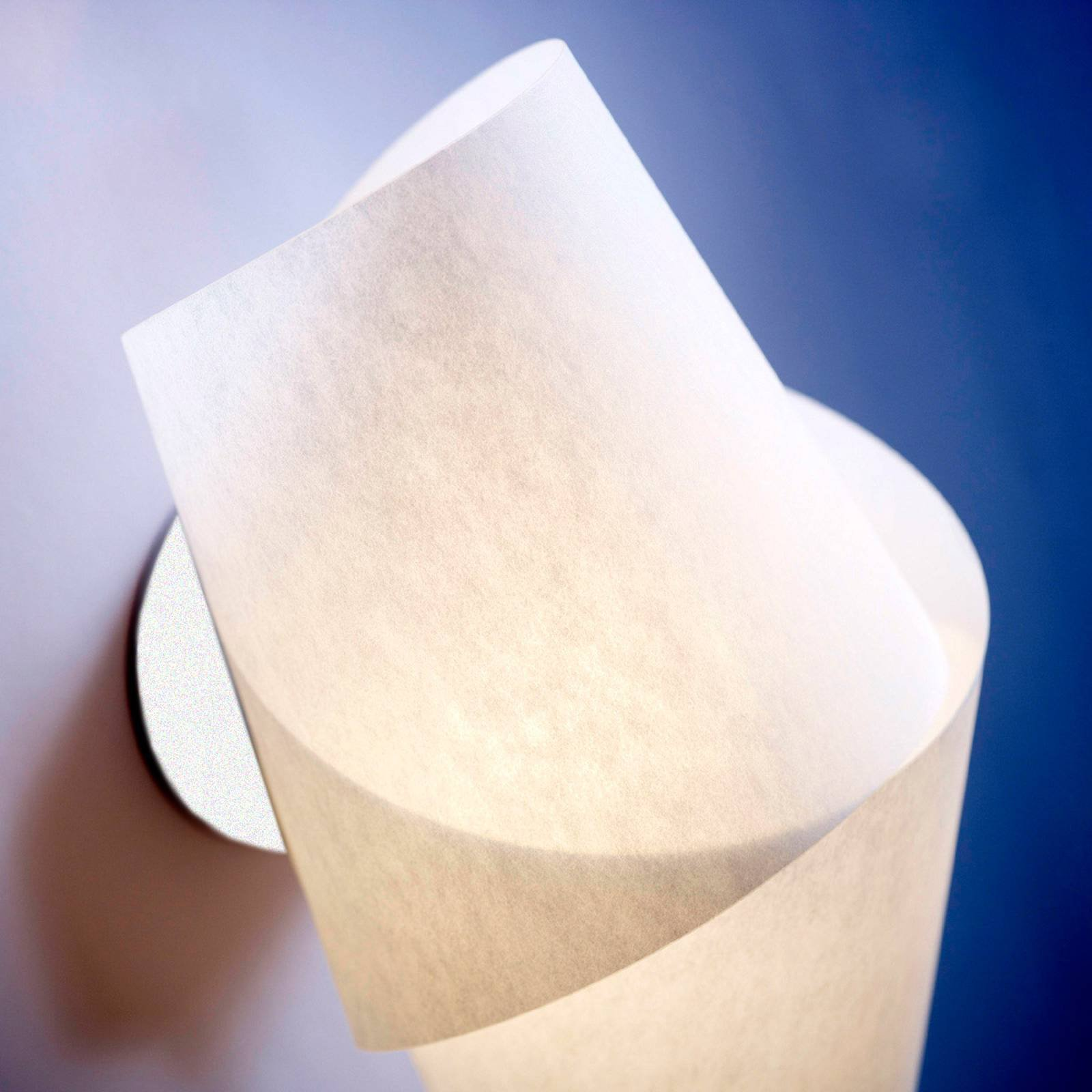 Attraktiv Nimbus vegglampe i hvitt