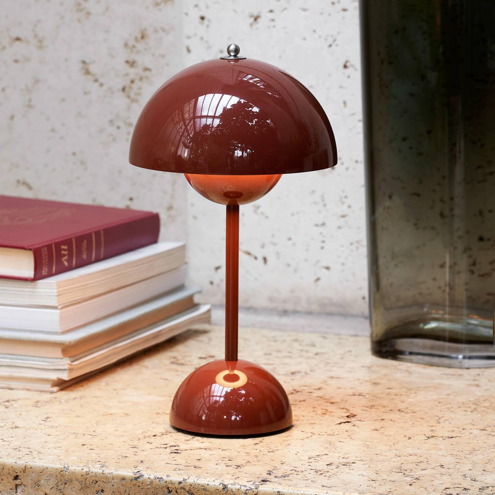 &Tradition Flowerpot VP9 -pöytälamppu, punaruskea