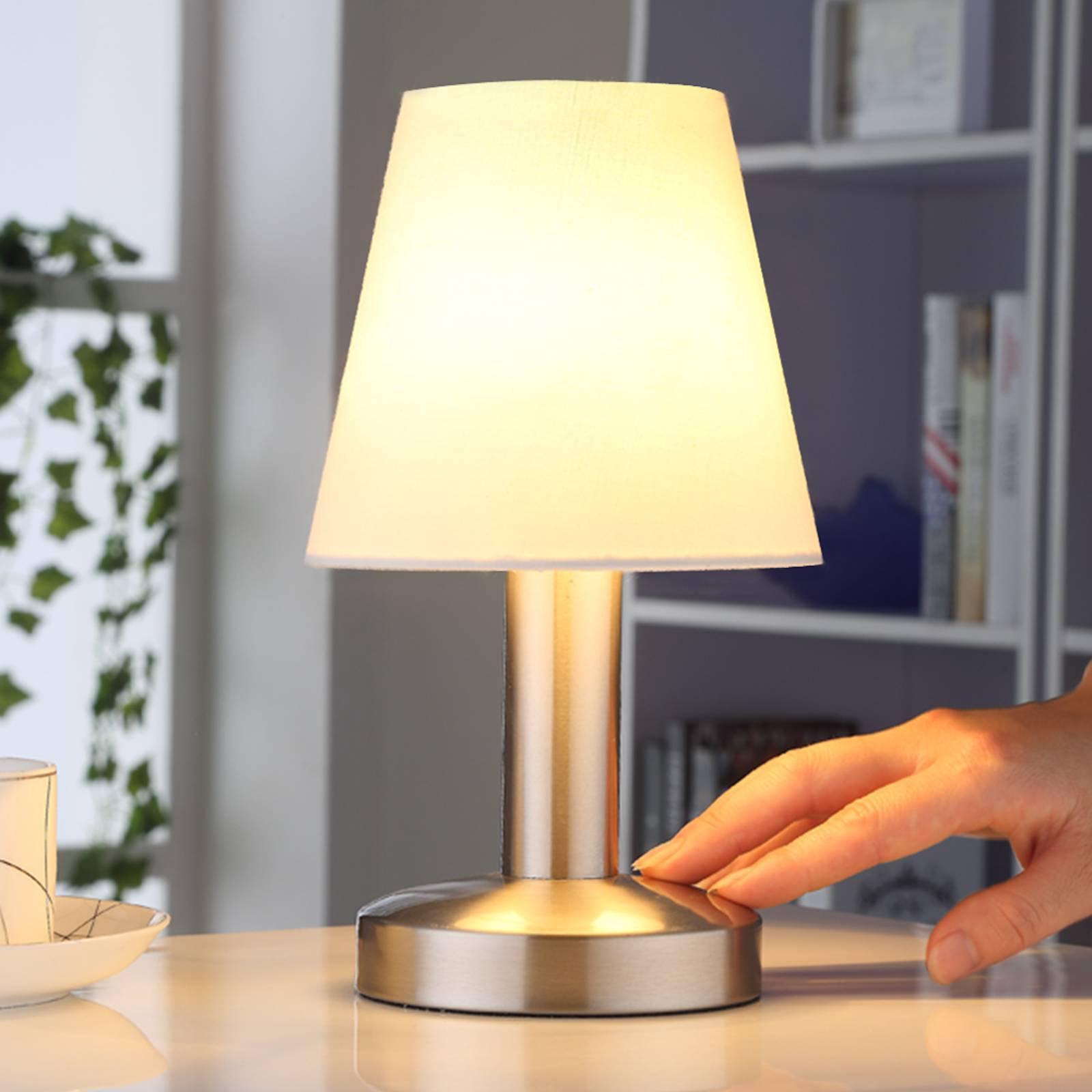 Nattbordslampe Hanno med hvit tekstilskjerm
