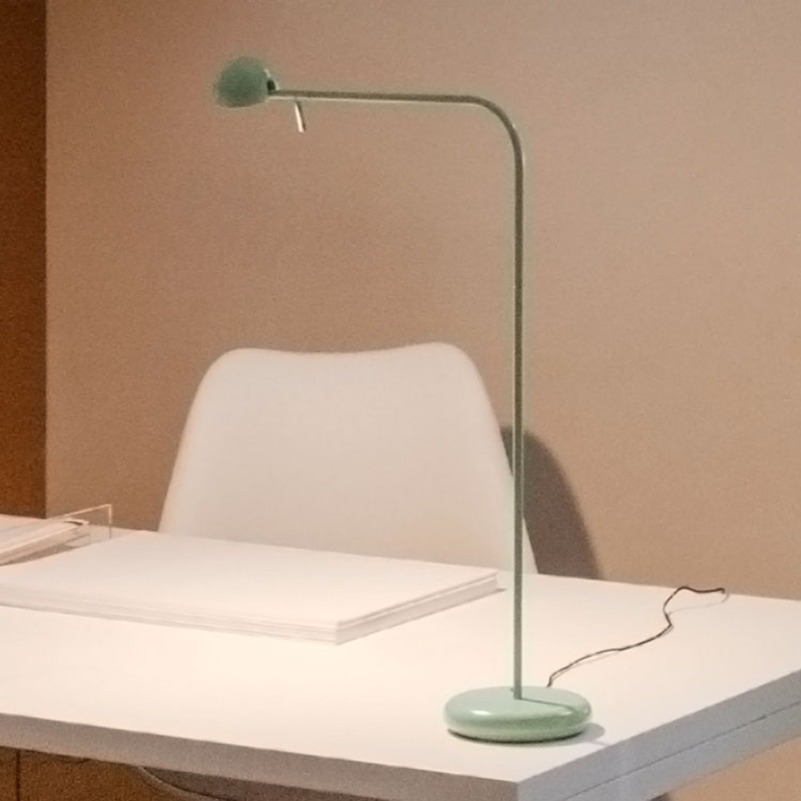 Vibia pin 1655 LED-bordlampe, lengde 40 cm, grønn