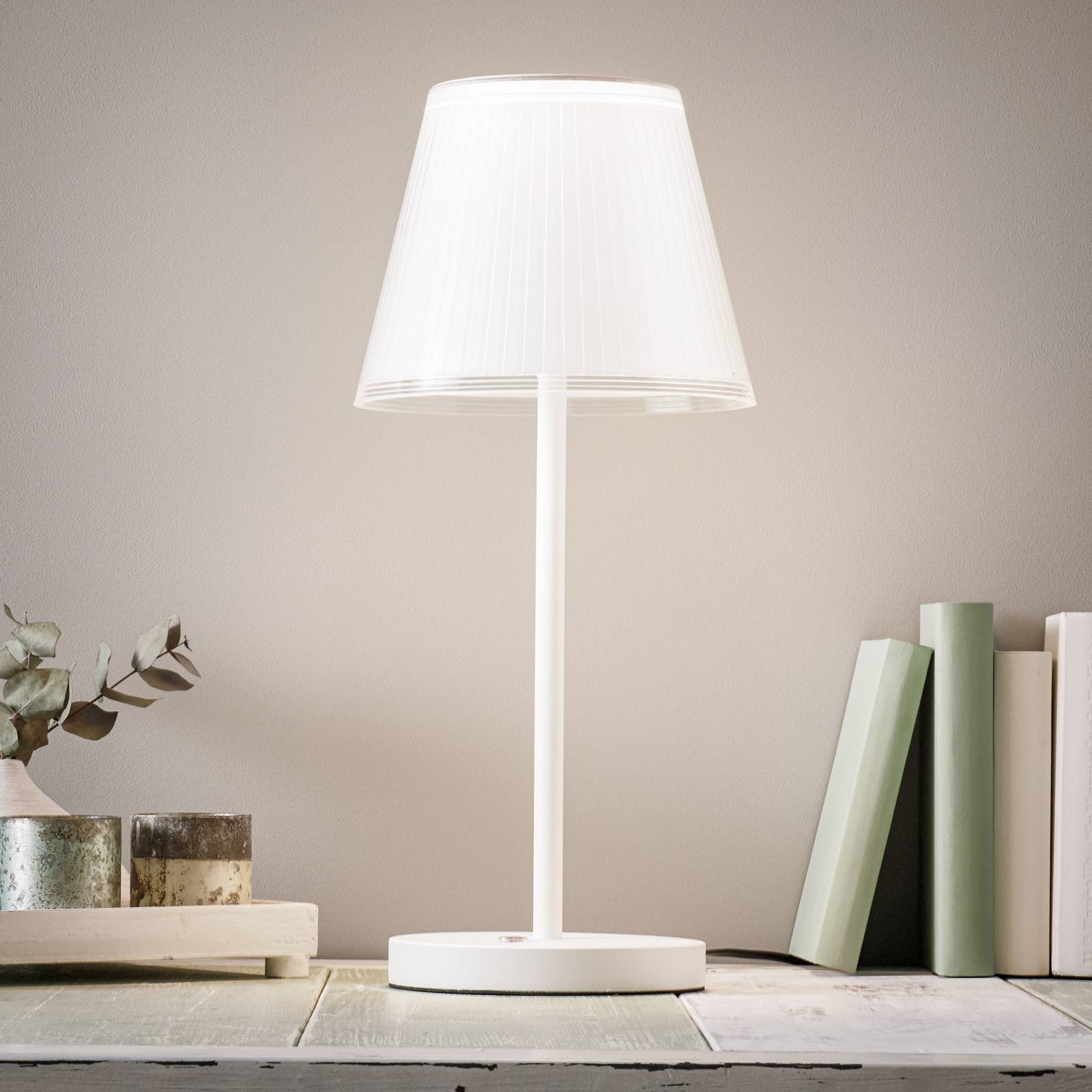 LED-bordlampe Alema, dimbar, vippbar skjerm