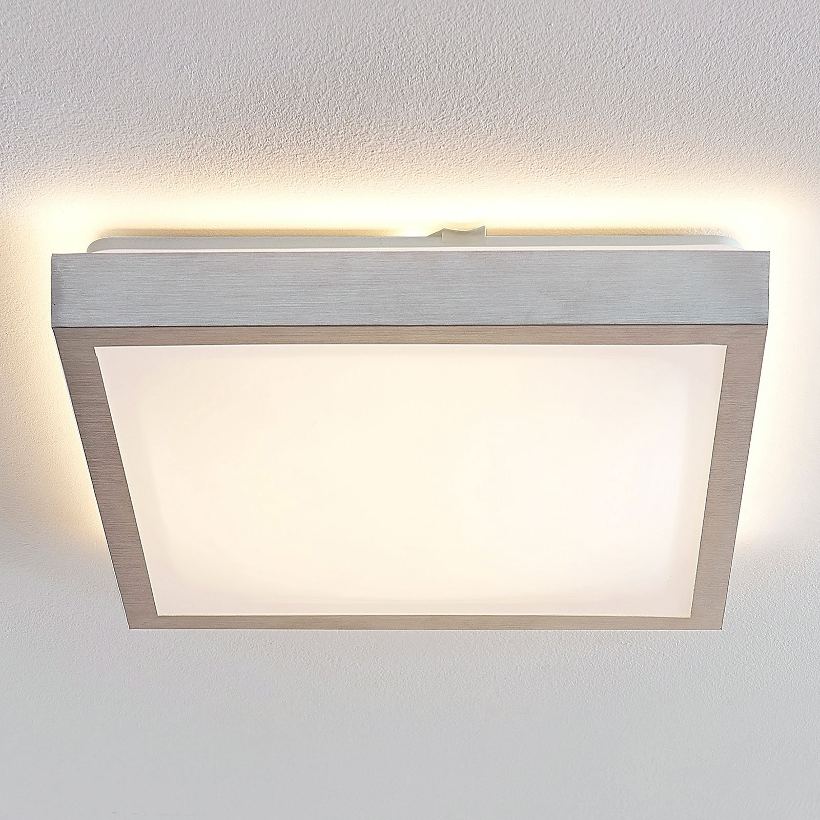 Lindby Margit LED-taklampe, kantet, 37,5 cm