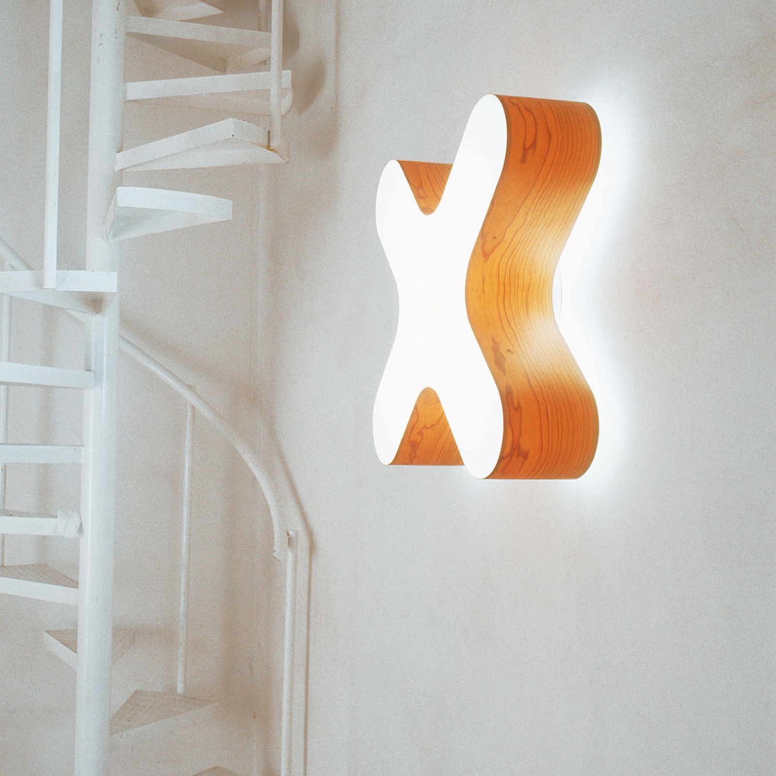 LZF X-Club -LED-seinälamppu 0–10V dim, kirsikkapuu